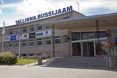 TALLINN, ESTONIA 17 DE JUNIO - 2012: término de autobuses central Foto de archivo libre de regalías