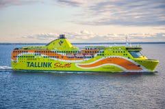 Tallinn, Estonia 17 de mayo de 2016: Trazador de líneas de la travesía de la lanzadera de Tallink Las compañías en la región del  fotografía de archivo