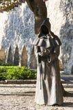 TALLINN, ESTONIA - 9 DE SEPTIEMBRE DE 2016: Esculturas del monje en DA Imágenes de archivo libres de regalías