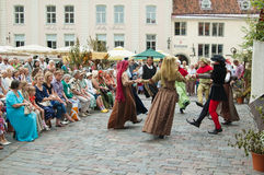 TALLINN, ESTONIA - 8 LUGLIO: Celebrazione dei giorni i medio evo Fotografie Stock Libere da Diritti