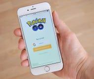 Tallinn, Estonia - 18 luglio 2016: Pokemon Go è un libero gioco, GPS ha basato il gioco mobile aumentato della realtà sviluppato Immagine Stock Libera da Diritti