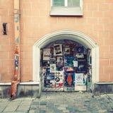 Tallinn Estonia, Maj, - 29, 2016: Ścienni teatrów plakaty w Ryskim, Latvia Zdjęcie Stock