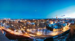 Tallinn, Estonia Panorama delle Camere medievali tradizionali, vecchie vie strette Fotografie Stock