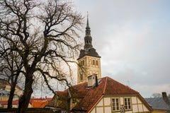 TALLINN, ESTONIA: St Nicholas «kościół, Niguliste kościół, Niguliste kirik Dzisiaj mieści gałąź muzeum sztuki Estonia ja fotografia stock