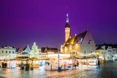 Tallinn estonia Tradycyjny boże narodzenie rynek, Carousel Na urzędu miasta kwadracie I Zdjęcia Royalty Free