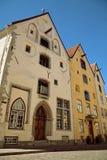 TALLINN, ESTONIA - Trzy siostra sławnego średniowiecznego budynku w Pikk ulicie Zdjęcia Stock