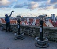 TALLINN, ESTONIA - 24 12 2017: Vista de la ciudad Tallinn, Estonia Foto de archivo libre de regalías