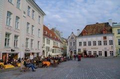 Tallinn, Estonie - 27 mars 2010 : Café d'air ouvert sur la ville Hall Sq Photos libres de droits