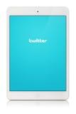 Tallinn, Estonie - 22 mars 2014 : Le Twitter est un social en ligne Photographie stock libre de droits