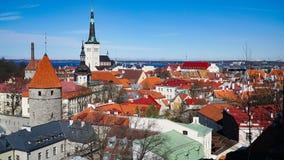 Tallinn horisont, Estland Flyg- sikt av Tallinn Tallinn gammal stad, Estland Fotografering för Bildbyråer