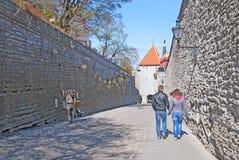 tallinn l'Estonie Rue de Pikk Jalg Photos stock