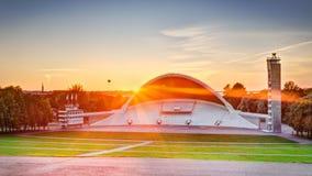 Tallinn Lauluvaljak - het Estlandse stadium van het Liedfestival bij zonsondergang Stock Afbeeldingen