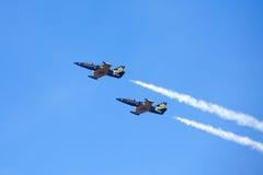 Tallinn - MEI 13: De aerobatic groep Russ onder MIJNhaven binnen Royalty-vrije Stock Afbeelding