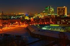 Tallinn på natten. Estland Arkivfoto