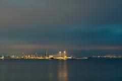 Tallinn, paisaje urbano de la noche Foto de archivo libre de regalías