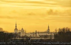 Tallinn stad i solnedgång Fotografering för Bildbyråer