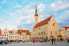 Tallinn urzędu miasta środkowy kwadrat Evening (Raekoja Plats) Obraz Royalty Free