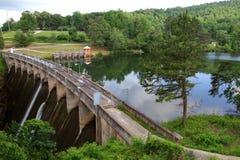 Tallulah下跌水坝和峡谷 免版税库存照片