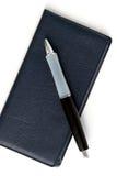 Talonario de cheques y pluma imágenes de archivo libres de regalías