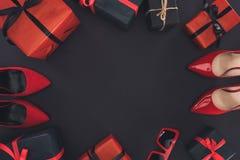 Talones y presentes rojos Fotografía de archivo libre de regalías