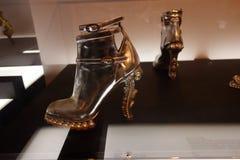Talons de tueur : L'art de la chaussure à talons hauts 1 Image stock