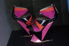 Talons de tueur : L'art de la chaussure à talons hauts 102 Images stock