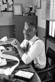 50-talrevisor i hans kontor Royaltyfri Fotografi