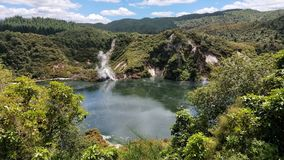 Talthermalsee Waimangu vulkanischer Stockfotos