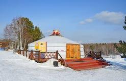 Taltsy, περιοχή του Ιρκούτσκ, της Ρωσίας, 02 Μαρτίου, 2017 Yurt της νέας οικογένειας Buryat το χειμώνα, Σιβηρία, Ρωσία στοκ εικόνες