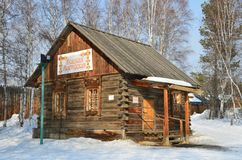Taltsy, Irkutsk-Region, Russland, März, 02, 2017 Museum Irkutsks Architektur-ethnographisches ` Taltsy-` Spinnende Werkstatt im w lizenzfreies stockbild