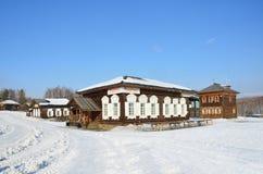 Taltsy, Irkutsk-Region, Russland, März, 02, 2017 Taverne im alten russischen Haus im Winter, Irkutsk Architektur-ethnographisches lizenzfreies stockfoto