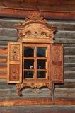 Taltsy Irkutsk region, Ryssland, mars, 02, 2017 Taltsy för Irkutsk arkitektonisk-ethnographic museum` `, Bykoja, ett fönster med  royaltyfri fotografi