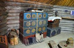 Taltsy Irkutsk region, Ryssland, mars, 02, 2017 Halva för kvinna` s av Buryat yurt i Irkutsk denethnographic museum`en Tal royaltyfri fotografi
