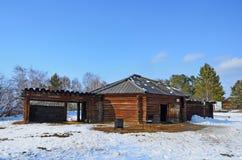 Taltsy, région d'Irkoutsk, Russie, mars, 02, 2017 Buryat Yurt en bois dans le ` architectural-ethnographique de Taltsy de ` de mu photographie stock