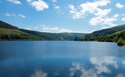 Talybont-Reservoir in der Sommerzeit in Wales Lizenzfreies Stockfoto
