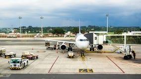 TAM航空公司空客320停放在机场在巴西利亚,巴西 库存照片