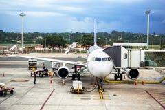 TAM Airlines Airbus 320 parkeerde bij Luchthaven in Brasilia, Brazilië Stock Afbeeldingen