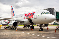 TAM Airlines Airplane bij Guarulhos-Luchthaven in Sao Paulo, Brazilië Royalty-vrije Stock Fotografie
