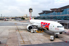 TAM Airlines Boeing 777. SAO PAULO, BRAZIL - NOVEMBER 12, 2015: TAM Airlines Boeing 777 during the boarding in the Guarulhos International Airport Stock Images