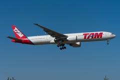 TAM Linhas Aereas Boeing 777 Fotografering för Bildbyråer