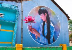 TAM THANH,三歧市,越南- 2017年3月16日:被绘的墙壁,街道艺术在Tam Thanh壁画村庄 图库摄影