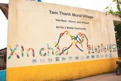 TAM THANH,三歧市,越南- 2017年3月16日:被绘的墙壁,街道艺术在Tam Thanh壁画村庄 库存图片