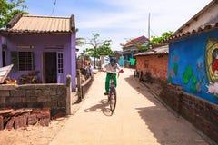 TAM THANH, TAM KY, VIETNAM - 16 DE MARZO DE 2017: Pared pintada, artes de la calle en pueblo del mural de Tam Thanh Fotos de archivo