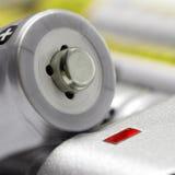 Tamaño AA del cargador de batería Imágenes de archivo libres de regalías