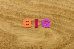 Tamaño más grande grande crecer el juguete plástico creciente del niño grande fotografía de archivo libre de regalías