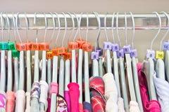 Tamaños de la ropa Imagenes de archivo