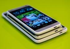 Tamaños móviles del teléfono celular de Smartphone diversos Foto de archivo