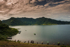 Tama jest dla budowy wielka tamy woda od Khun Dan p, Fotografia Stock