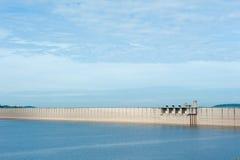 Tama jest dla budowy wielka tamy woda od Khun Dan p, Zdjęcia Royalty Free