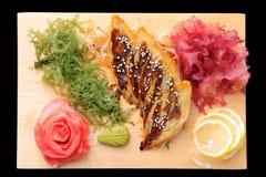 Tamago del sashimi sulla scheda rettangolare Immagini Stock Libere da Diritti